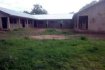 Wa: Pupils learn under trees after contractor abandons school project