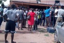 Mob attack police station, frees 4 suspects