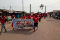 Tema: Irate youth march over poor roads