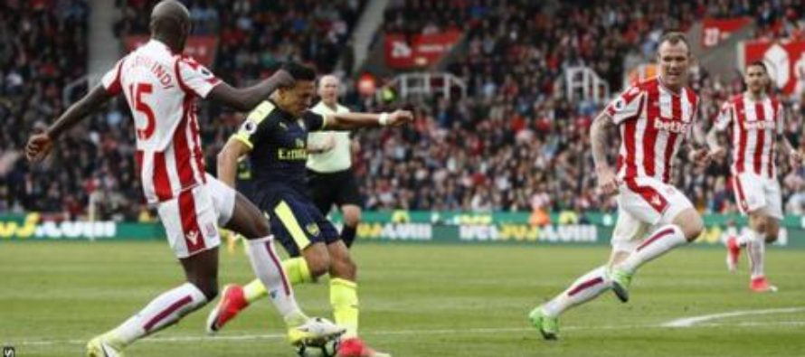 Arsenal earn rare win at Stoke to put pressure on Liverpool