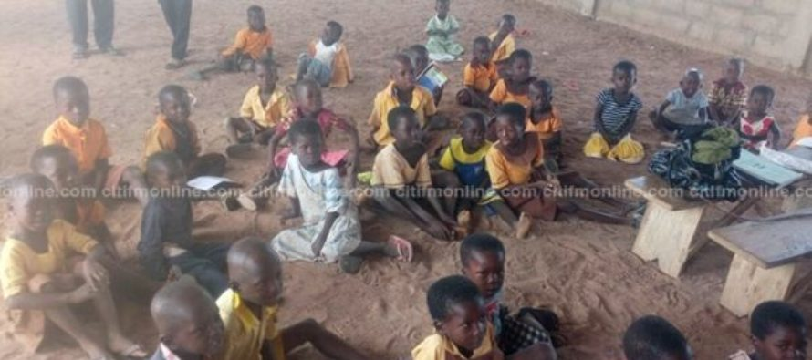 U/E: Poayangmire pupils sit on bare floor to learn