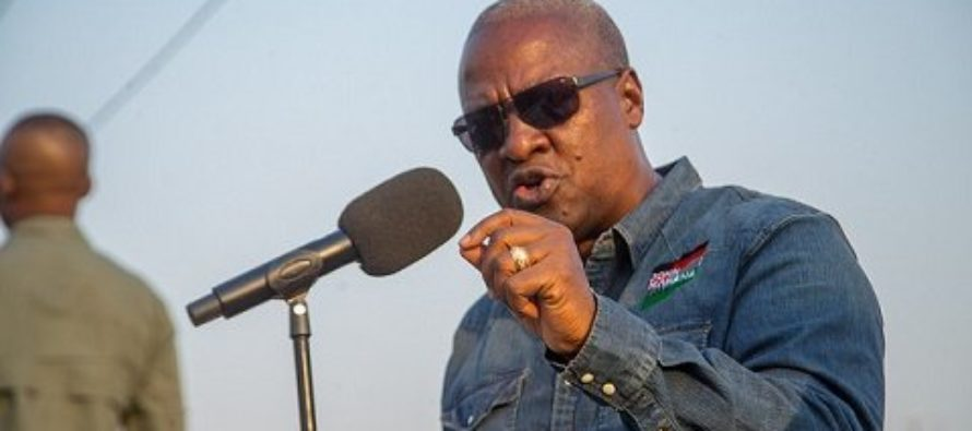 Selling fertilisers will make cocoa farmers poorer – Mahama expresses concern