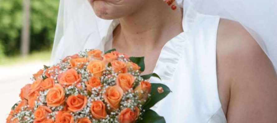 Bride shames wedding guest for allegedly trying to take home leftovers