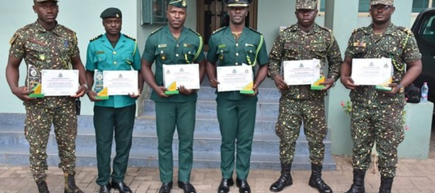 6 immigration officers honoured for rejecting ¢25k bribe