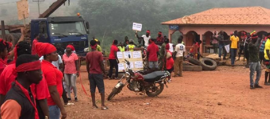 A/R: No road no vote; our husbands can't have sex with us – Santasi Apire residents chant in demo